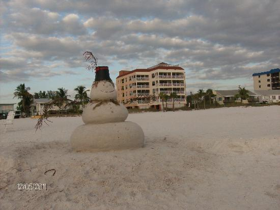 Bay To Beach Resort: even snowman like it here