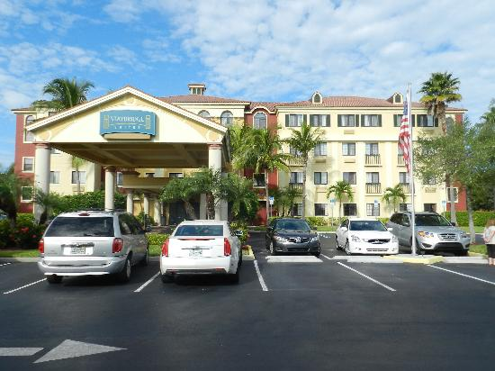 Staybridge Suites Naples-Gulf Coast: Frente del Hotel