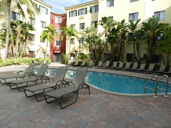 Staybridge Suites Naples-Gulf Coast: piscina