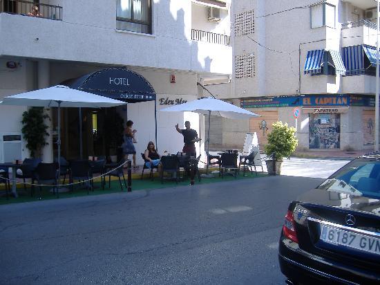 هوتل إيدن مار: The street