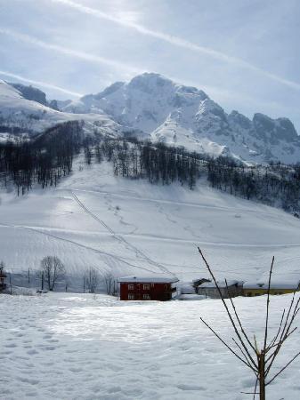 Sotres, Ισπανία: La Perdiz entre la nieve
