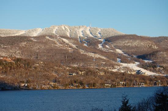 Hotel du Lac: Vue dans l'après midi! Ça donne le goût de skier!