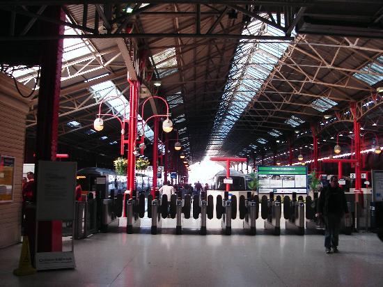 Cardiff Hotel: Paddington Station