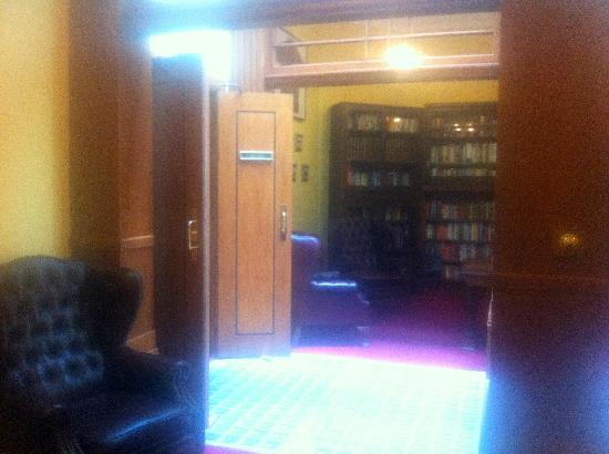 The County Hotel Napier: Library.  Wish I could take it with me.