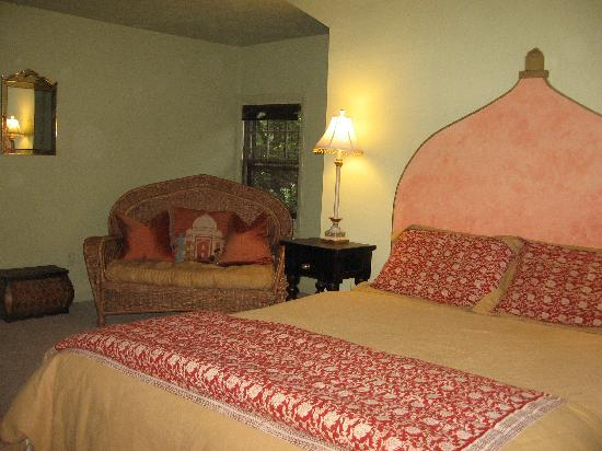 Asheville Green Cottage: Romantic India