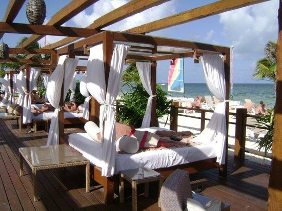 Excellence Playa Mujeres: Xlounge beds - partial shade