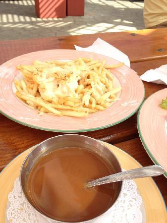 Robin Hood Pub & Restuarant: Fries and gravy