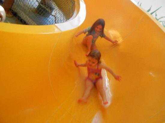 Alakai Hotel and Suites : having fun