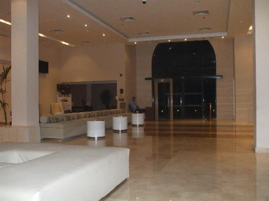 Coral Sea Aqua Club Resort: Reception area.
