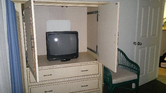 Sunrise Suites Resort: Not the biggest TV set in the second bedroom...