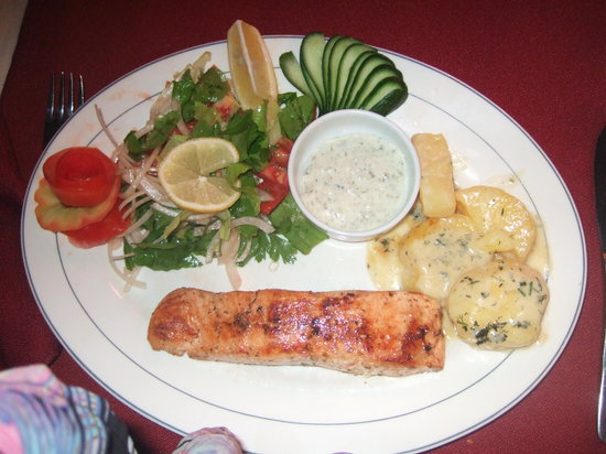Golden Moon Restaurant : Salmon steak, what a picture