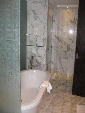 Bonnington Jumeirah Lakes Towers: Bathroom