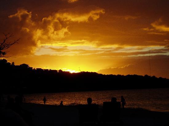 Coyaba Beach Resort : Now that's a sunset!!!!