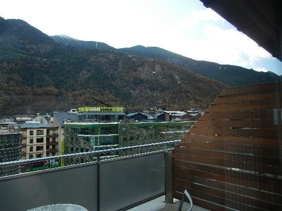 NH Hesperia Andorra la Vella: Los vecinos quedan cerca...