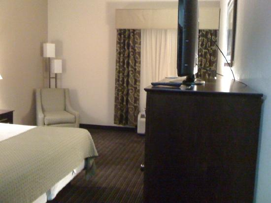 Holiday Inn Express Charleston / Southridge: SPACIOUS ROOMS