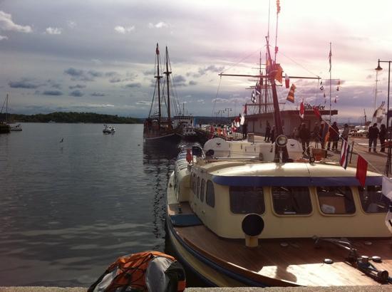 Batservice Sightseeing: Tradisjonal sightseeing boats and historical old sailships