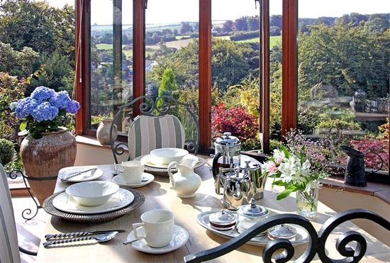 Holmdale B&B : Conservatory dining, overlooking garden.