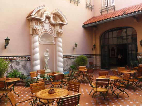 Mercure Sevilla La Habana: patio