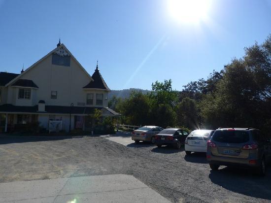 Hounds Tooth Inn: parcheggio