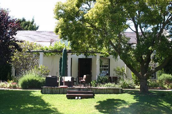 4 Heaven Guesthouse: Terrasse mit Zugang zum Garten