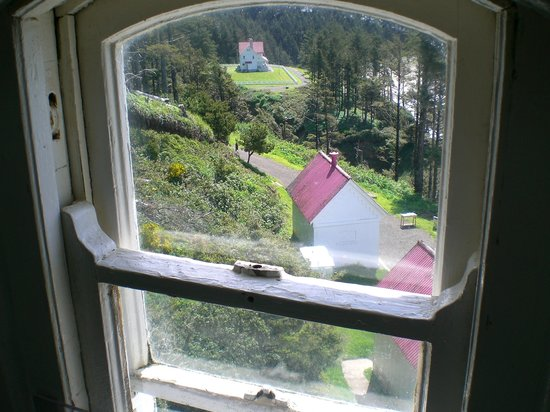 ‪‪Heceta Head Lighthouse Bed and Breakfast‬: View of Inn from inside the lighthouse‬