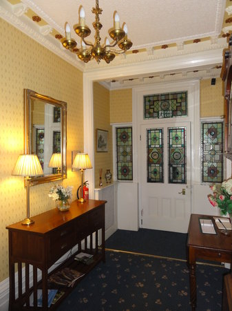 Westbury Park Guest House: Welcolm to the homely stylish entry hall