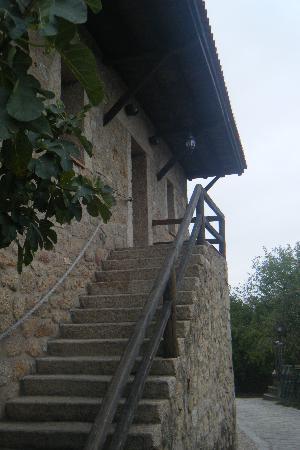 Hotel Ropino: escalera de acceso a habitaciones