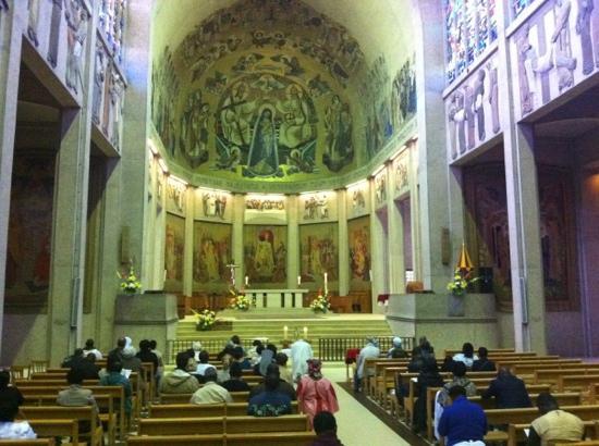 Basilique Notre-dame De La Trinite : basilique intérieur