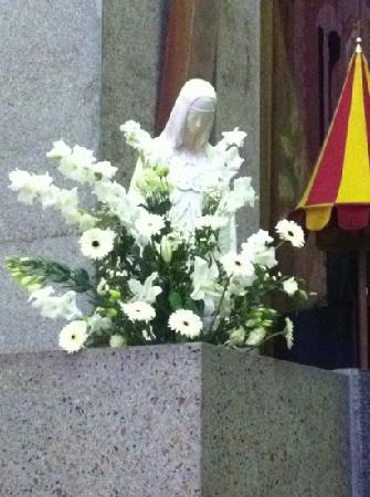 Basilique Notre-dame De La Trinite : statue de notre-dame de la trinité