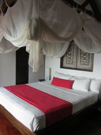 Wananavu Beach Resort: 4 Poster Bed