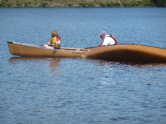 Tujaw Canoeing - Private Excursions: capsizing a boat