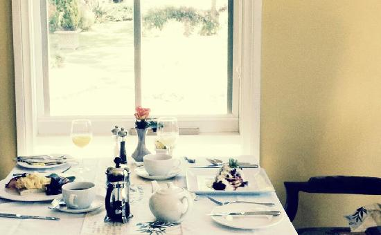 Glen Isla House: breakfast setting