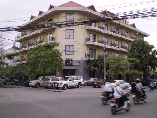 Hotel Cara: ホテル全景