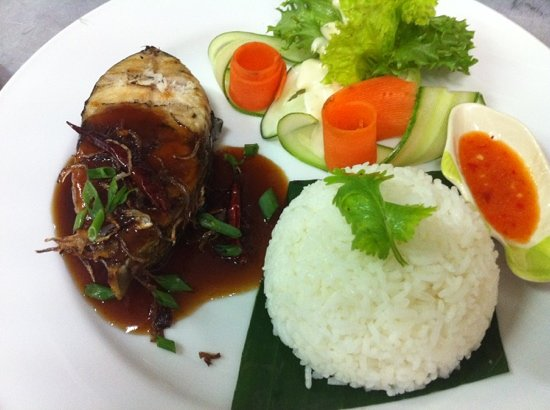 Chomtalay Exotic Cuisine: grilled mackerel with tamarin sauce