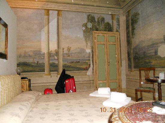 Residenza Castiglioni: Lovely murals on walls
