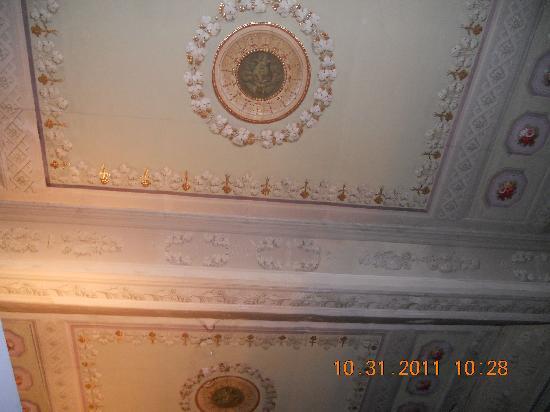 Residenza Castiglioni: Ceiling fresco over bed