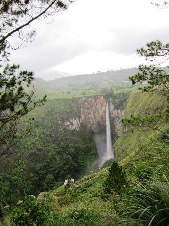 Sipiso Piso Waterfall: The waterfall