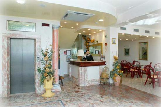 Hotel Marinella: Entrance