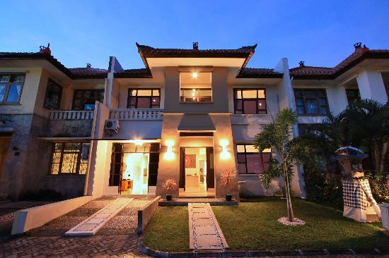 Kuta Regency Villa (B10): Villa Front Shot