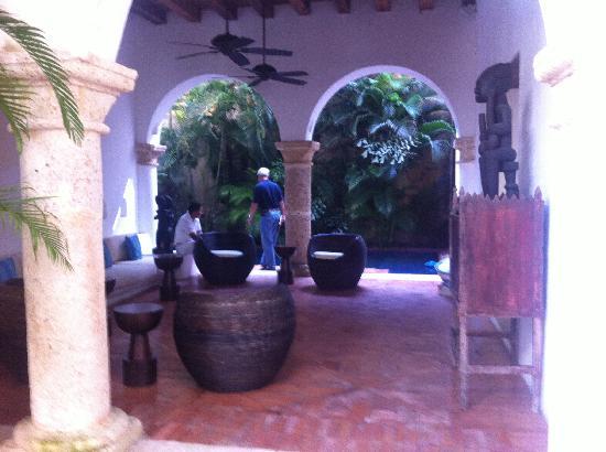 Hotel Quadrifolio: Hotel Lobby