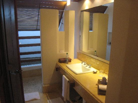 Hotel Quadrifolio : Open air shower in corner of bathroom