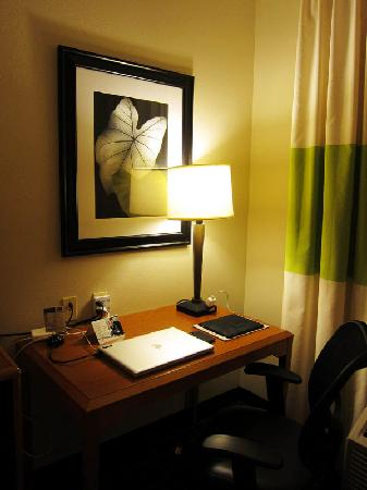 Fairfield Inn Lexington Park Patuxent River Naval Air Station: Desk was on the small side but plenty of free outlet available.