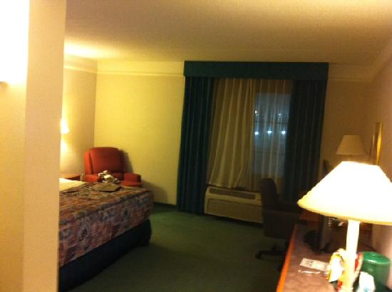 La Quinta Inn & Suites Greensboro: When you enter the room