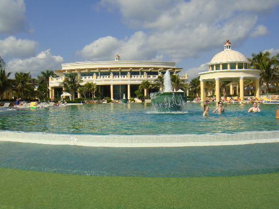 Iberostar Grand Hotel Paraiso: pool fun