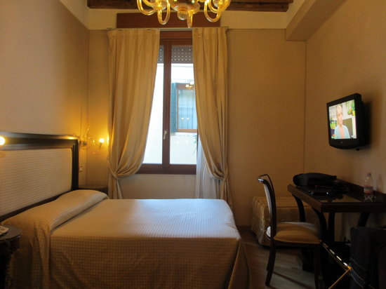 Hotel Paganelli: Deluxe triple room at main building