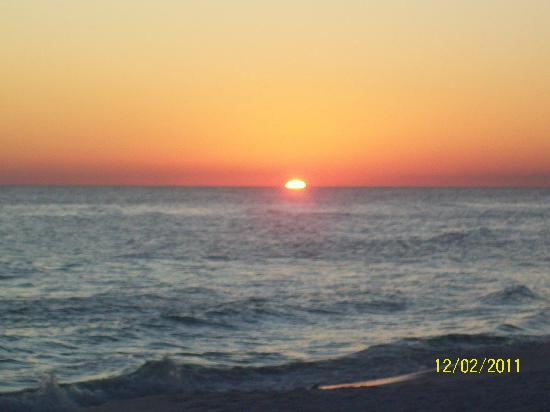 Destin Holiday Beach Resort 2: Sunsetting