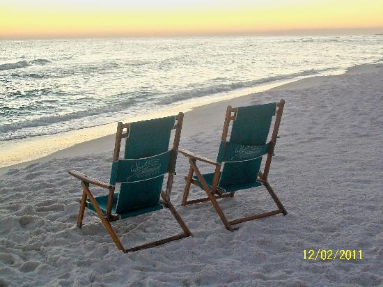 Destin Holiday Beach Resort 2: A place to rest on the beach