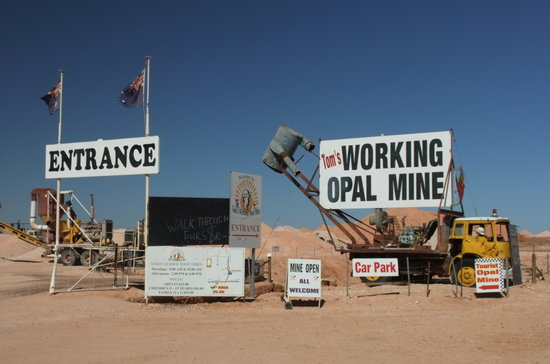 Coober Pedy, Australia: Tom's Mine Entrance to Reception Area