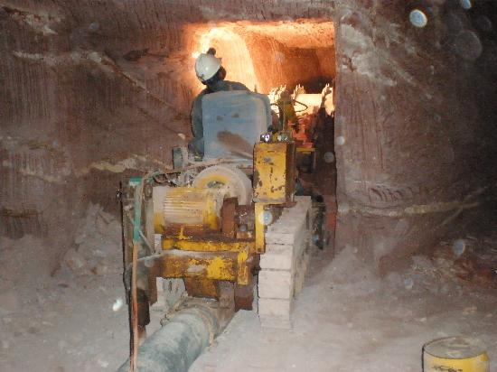 Tom's Working Opal Mine : Our Tunneling Machine at work