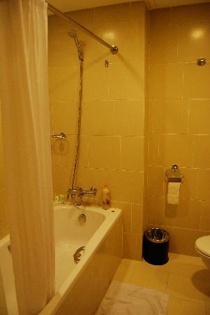The A.Venue Hotel : bathroom